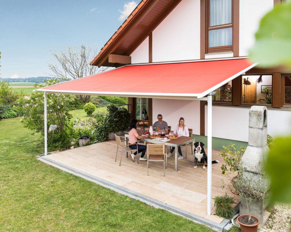 Die Pergolamarkise Viladora von Reflexa finden Sie auch in unserer Ausstellung für Terrassenüberdachungen